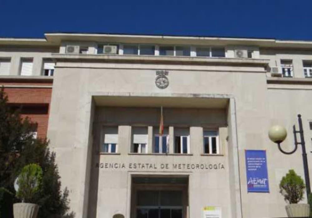 En esta ocasión, nuestro estudio se ha encargado de la legalización y el diseño de las instalaciones de climatización y ventilación de la sede de la AEMET (Agencia Estatal de Meteorología), un edificio singular ubicado en Madrid.